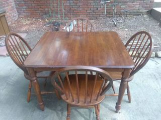Vintage Small Dining Table With 4 Chairs In Excellent Condition 43x36x30 Chairs  36x20