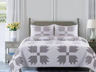 COUNTRY lIVING Bear Claw 3 Piece Taupe Microfiber King Quilt Set  Brown