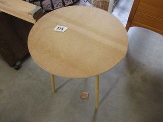 Rd  Table w Glass