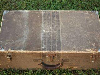 Antique lightweight Small Travel Case Trunk 27  Wide x 9  Tall x 14 5  Deep
