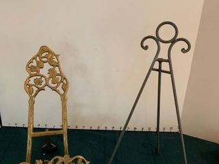Set of two easels for plates or pictures