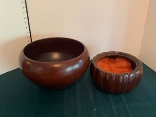 Set of two decorative bowls