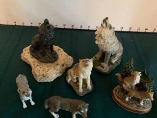 Wolves figurines