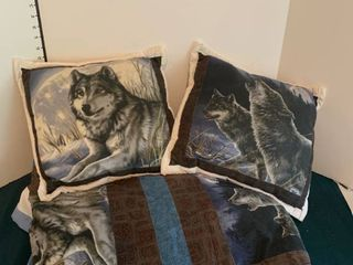 Wolf blanket with two pillows