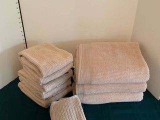 Towel set with three towels  seven hand towels and three washcloths