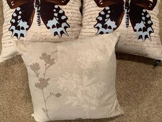 Set of three decorative pillows