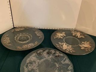 Set of three serving platters