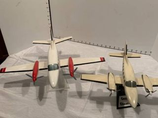 Set of two airplane models