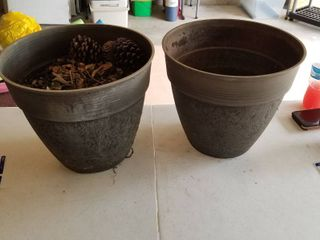 Set of two garden pots