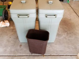 Set of 3 trash cans
