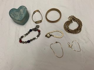Assorted ladies jewelry