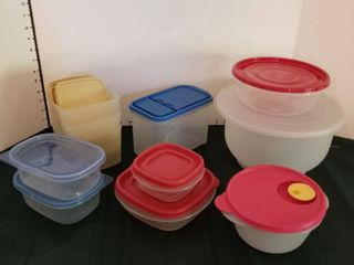 Assorted Tupperware   Rubbermaid storage containers