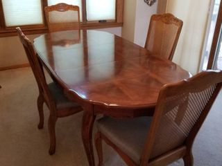 Dining room table  leaf and 6 chairs 29 x 72 x 38