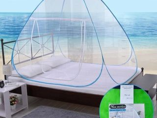 Pop up self standing mosquito net