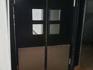 2 swinging doors