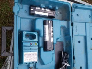 Makita charger with 2 battery 12v