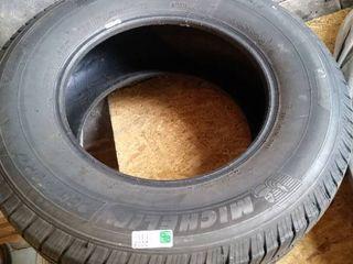 Michelin tire 275   70x17