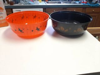 2 Black   Orange Halloween Plastic Bowl Trick Or Treat   11 5