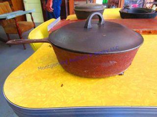 CAST IRON PAN W lID
