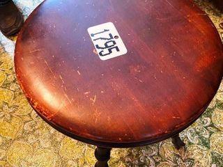 PIANO STOOl W  ClAWFEET