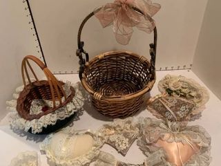 Set of two baskets and potpourri satchels