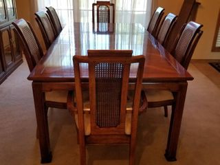 Thomasville table  two leaves and 8 chairs  30 x 108 x 45 leaves included