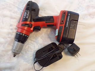 BlACK AND DECKER CORDlESS DRIll SET