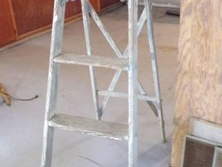 5   WOOD lADDER