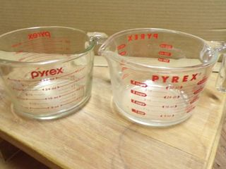 2   32 OZ  PRYEX MEASURING CUPS