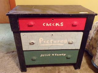 VINTAGE 3 DRAWER CHEST