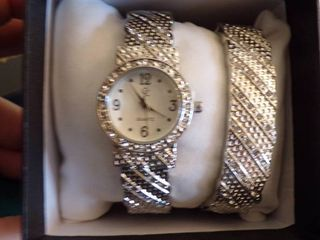 SIlVERTONE WATCH AND BANGlE BRACElET