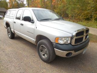 2005 Dodge Ram 4 Door 1500 SLT Pickup 4 X 4 Truck with Topper
