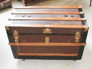 Trunk with tray and Key