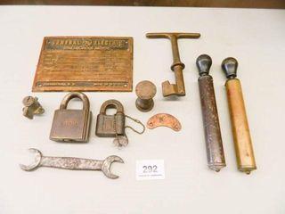 Metal Collectibles  Yale lock   Key
