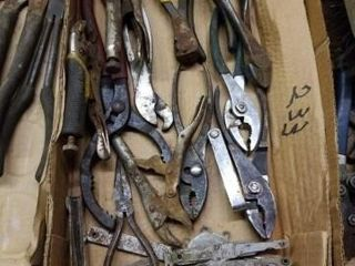 MISCEllANOUS BOX OF WRENCHES