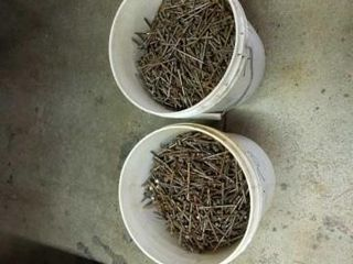 2 PAIlS OF SCREWHEAD NAIlS