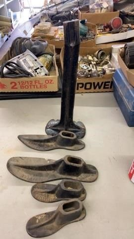 CAST IRON SHOE FORMS AND STAND