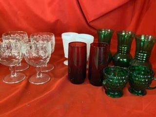 VARIOUS GlASSWARE AND VASES