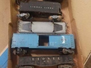 ANTIQUE lIONEl lINES   4 CARS AND A TRANSFORMER