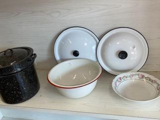 CANNING KETTlE  ENAMEl BOWl  2 lIDS AND PRETTY