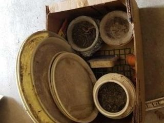 BOX OF VARIOUS SIZES PlASTIC PlANTER BOTTOMS