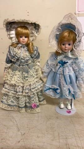 2 PRETTY DOllS DRESSED IN BlUE