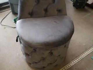 GREY SMAll CHAIR WITH A STORAGE COMPARTMENT