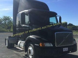 2002 VOLVO VNL CONVENTIONAL TRACTOR W/ SLEEPER