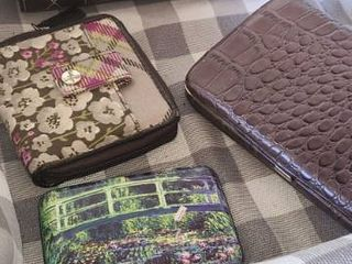 lined Basket w   3 ladies Wallets and a CC Holder