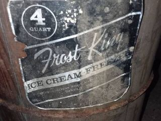 Vintage 4 QT Frost King Ice Cream Machine