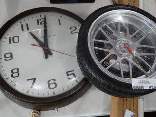 lot of 2 Wall Clocks