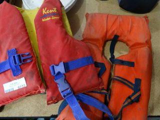 lot of 2 life Vests
