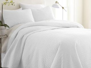 Home Collection Premium Ultra Soft Herring Pattern Quilted Coverlet Set  Queen Bedding