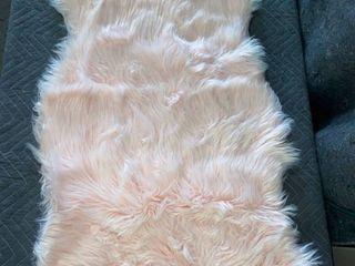 Silver Orchid Parrott Faux Fur Sheepskin Area Rug 2' 6 x 4' Shaped Light Pink